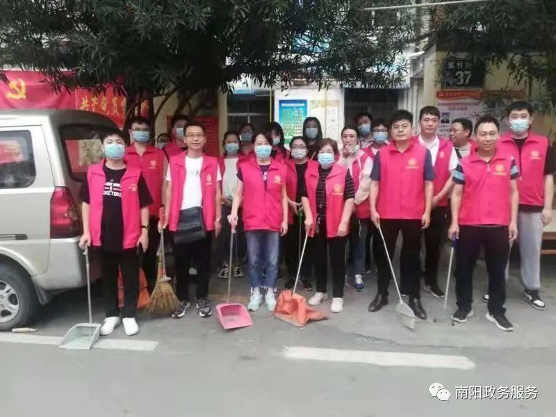 南阳市政务服务和大数据管理局:积极开展文明交通及环境秩序整治志愿服务专项行动