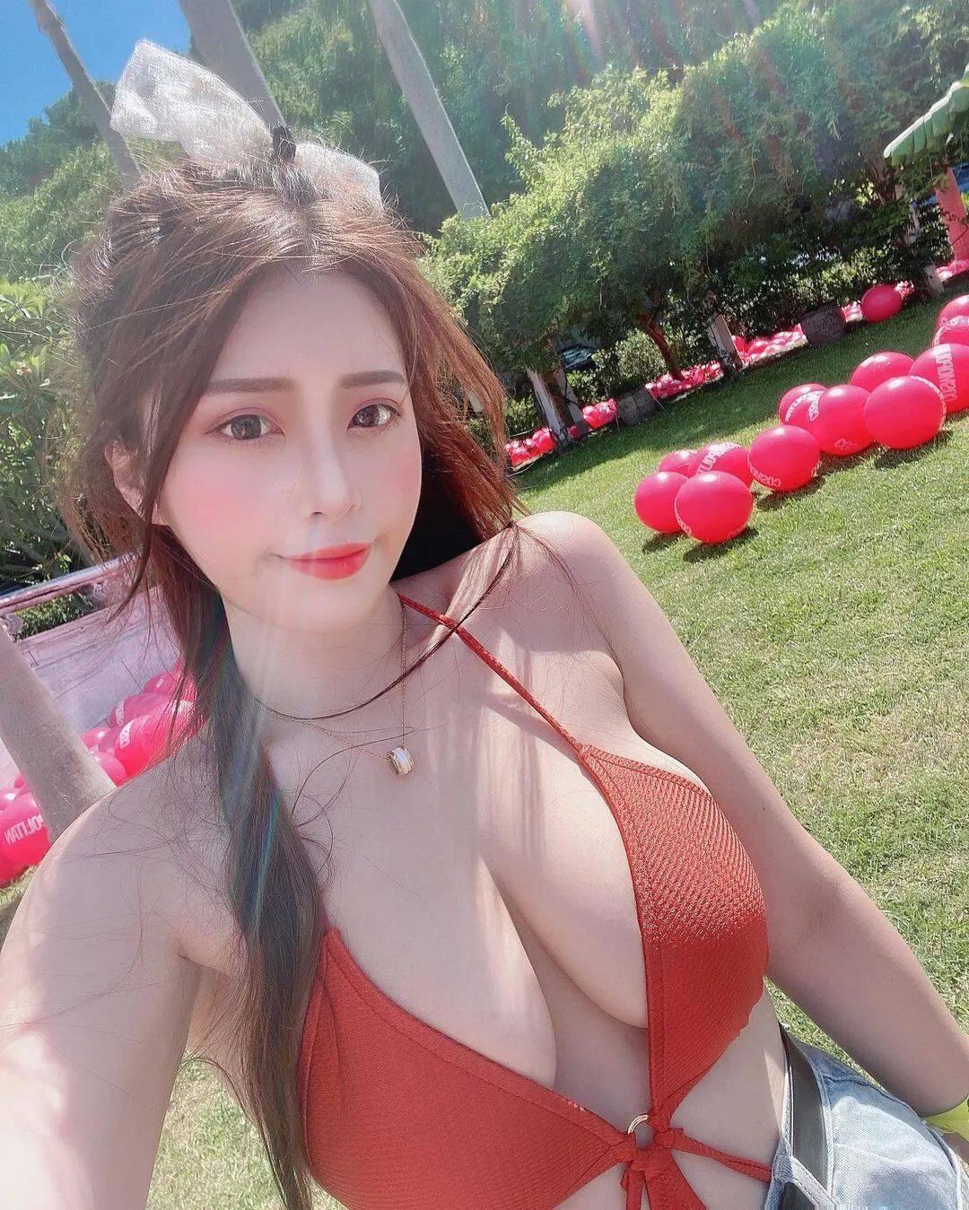 台湾网红Yumi.K穿低胸装上街惹争议!5