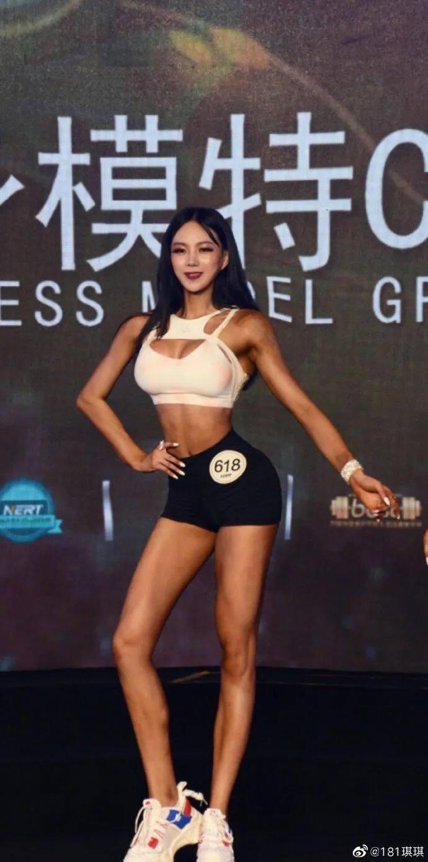 [微博福利]181cm成都辣妹,大围度身材绝了!30