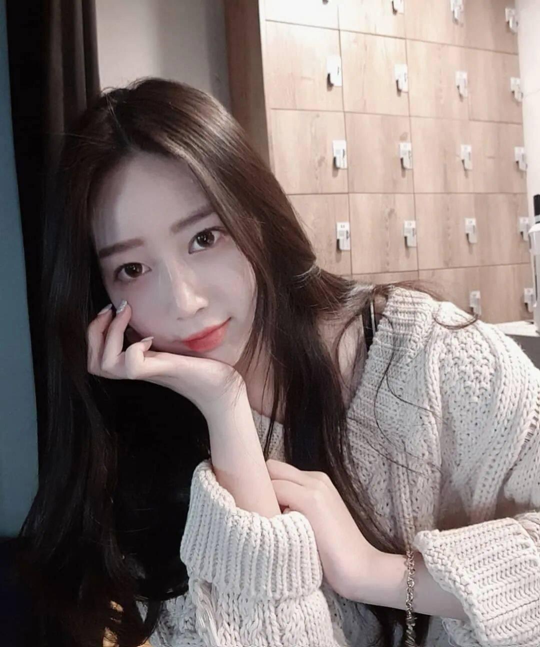 清纯脸蛋+暴力身材!喜欢穿比基尼的韩国正妹2