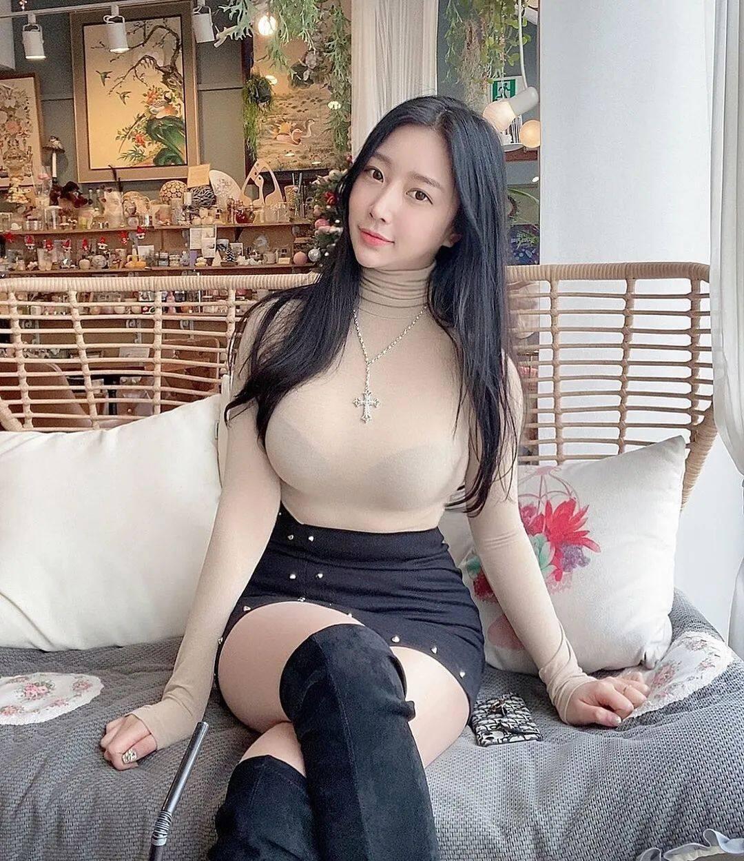 清纯脸蛋+暴力身材!喜欢穿比基尼的韩国正妹11
