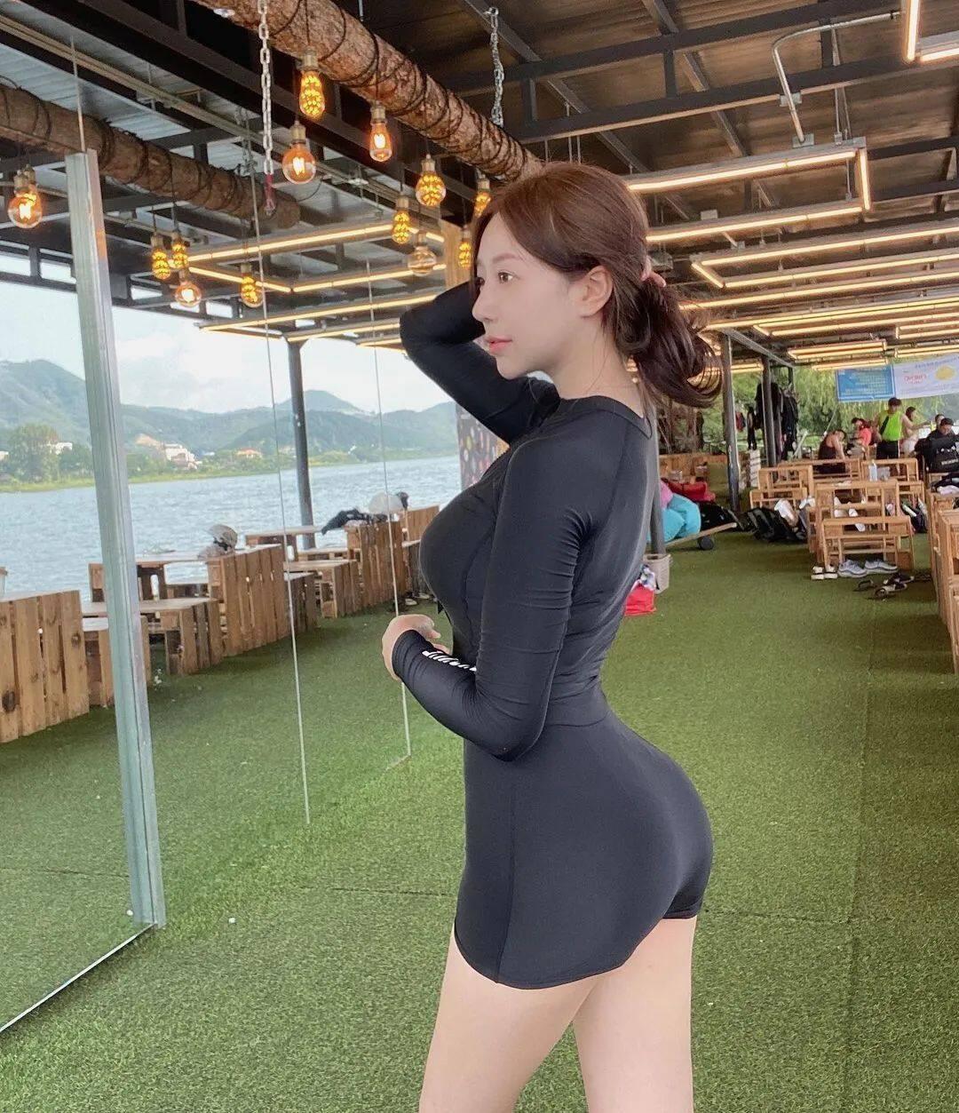 清纯脸蛋+暴力身材!喜欢穿比基尼的韩国正妹12