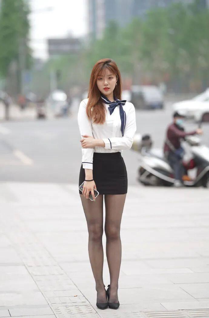 [街拍美女]穿黑裙搭黑丝的时尚女生,这才是职场该有的样子3