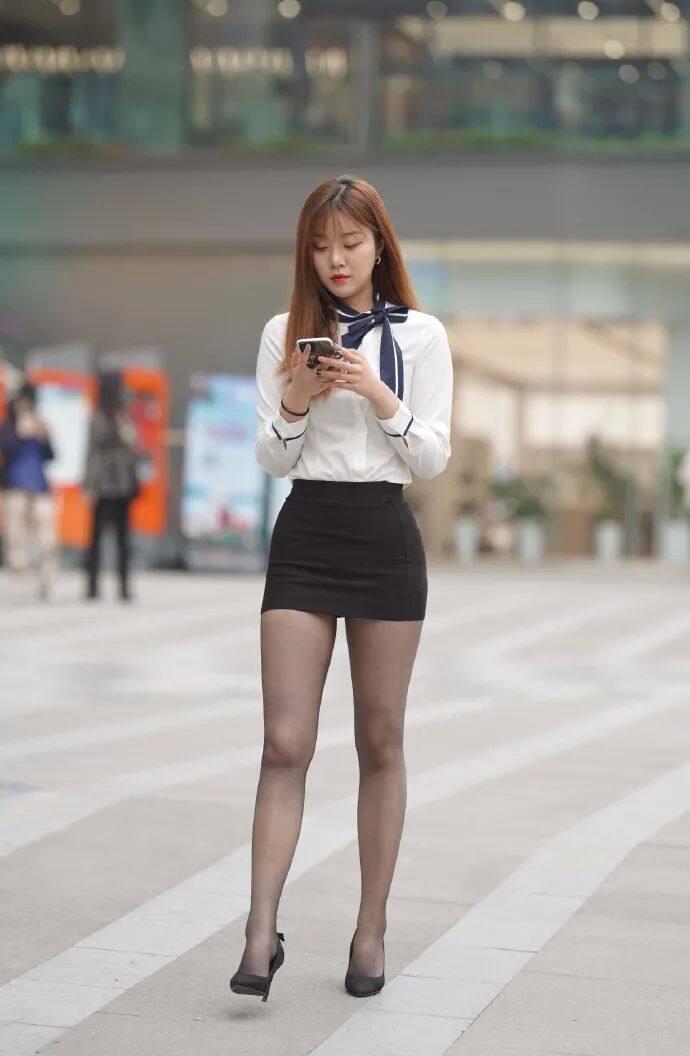 [街拍美女]穿黑裙搭黑丝的时尚女生,这才是职场该有的样子2