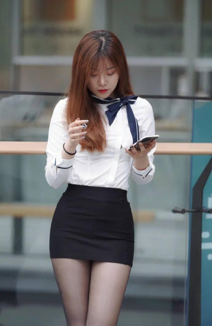 [街拍美女]穿黑裙搭黑丝的时尚女生,这才是职场该有的样子5