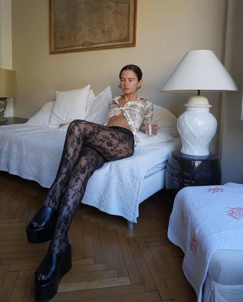 穿上黑丝袜,美得自己都陶醉了61