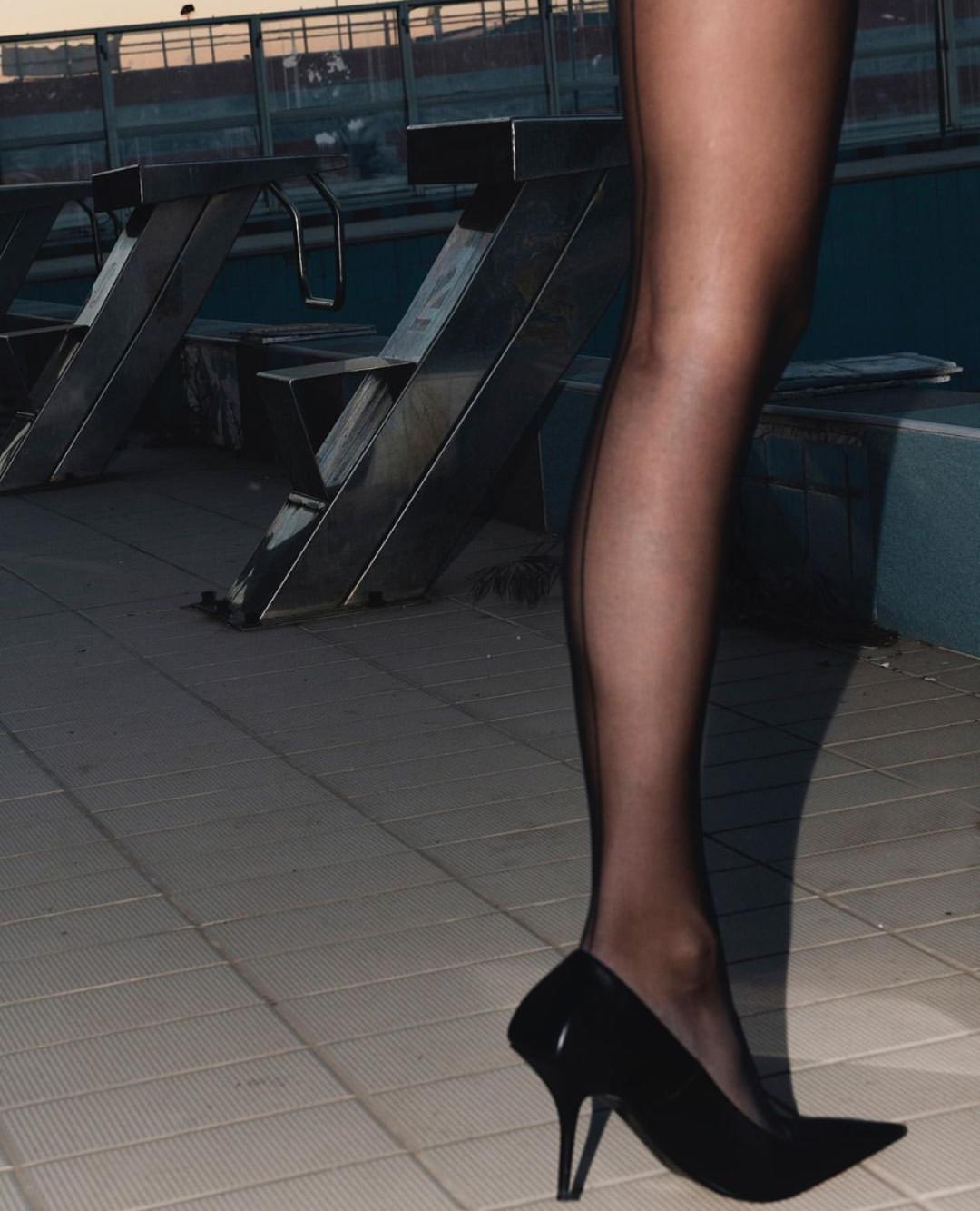 穿上黑丝袜,美得自己都陶醉了80