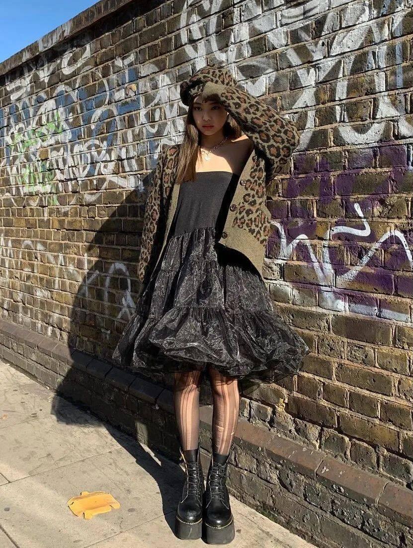 这年头都流行穿黑丝了吗?杨幂、Jennie、华莎的黑丝诱惑,我真的可以!16