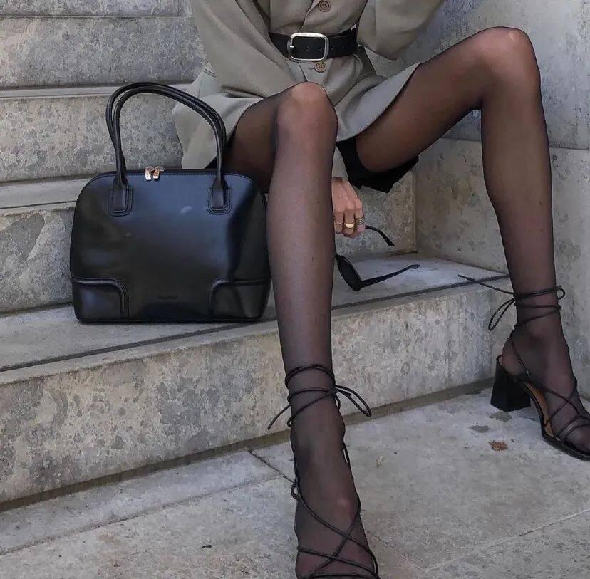 这年头都流行穿黑丝了吗?杨幂、Jennie、华莎的黑丝诱惑,我真的可以!29