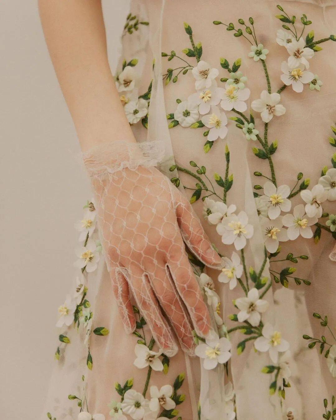 满大街的花裙子,这样穿比别人更美